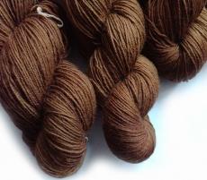 Sockenwolle pflanzengefärbt 420m /100g *Walnuss 1. Zug