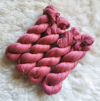 Sockengarn Turin - Merino-Seide-Ramie - pflanzengefärbt 100g *Cochenille-Krapp (warm-magenta/dunkelrot)