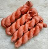 Sockengarn Turin - Merino-Seide-Ramie - pflanzengefärbt 100g *Krapp (apricot)