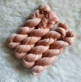 Sockengarn Turin - Merino-Seide-Ramie - pflanzengefärbt 100g *Cochenille-Krapp 3. Zug (lachs hell)