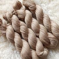 Sockengarn Turin - Merino-Seide-Ramie - pflanzengefärbt 100g *Walnuss hellbraun